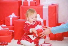 Отпразднуйте первое рождество Публикация утехи рождества младенца первого с семьей Рождество младенца первое раз в событии продол стоковые изображения