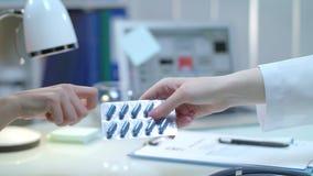 Отпускаемые по рецепту лекарства доктора для пациента давать нюню лекарства Уход за пациентом акции видеоматериалы