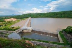 Отпуск воды запруды Стоковое фото RF