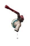 Отработанная вода - падение воды от изолированного водопроводного крана Стоковое Изображение RF