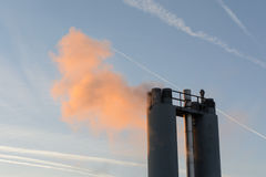 Отработанные газы от промышленной печной трубы Стоковые Фото