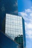 отражая солнечний свет небоскреба Стоковые Изображения