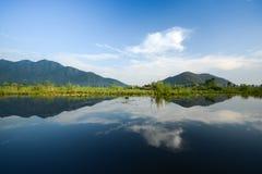 Отражение ландшафта озера Стоковые Фотографии RF