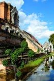 Отражение буддийского виска (Таиланд) Стоковые Изображения RF