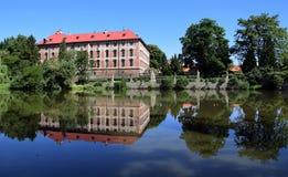 Отражение дворца Libochovice стоковые изображения rf