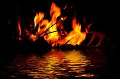 Отражение воды огня пламени Стоковая Фотография