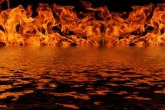 Отражение воды огня пламени Стоковые Фотографии RF