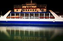 Отражение воды парома на ноче Стоковое Изображение RF
