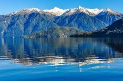 Отражение в озере Hauroko, Новой Зеландии Стоковое фото RF