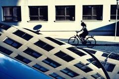 Отражение в окнах автомобиля дома Стоковые Изображения RF