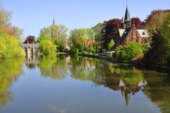 Отражение в реке, Брюгге стоковые фотографии rf