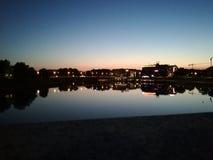 Отражение города в воде стоковые фото
