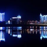 Отражение города ночи в воде minsk Стоковое фото RF