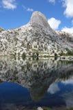 Отражение горы в воде Стоковое фото RF