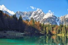 Отражение горы в озере Стоковое Изображение RF