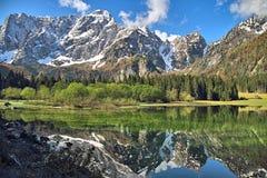 Отражение горы в озере Стоковое фото RF