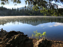 отражение горы озера Стоковая Фотография