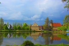 Отражение домов на воде Стоковое Изображение RF