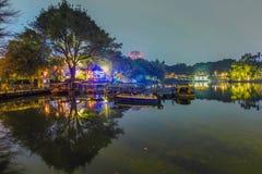 отражение деревьев в парке на ноче Стоковое Изображение RF