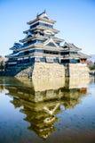 Отражение замка Мацумото Стоковые Фотографии RF