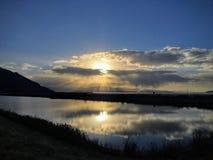 Отражение захода солнца в зиме на Большом озере, историческим зданием Saltair, панорама SaltAir, курорт Saltair, или Saltai Стоковая Фотография