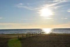 Отражение захода солнца небесно-голубое и желтое Стоковая Фотография