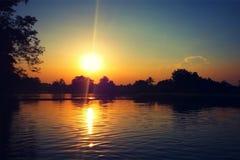 Отражение захода солнца на воде Стоковые Изображения RF