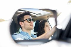 Отражение зеркала автомобиля пар на отключении Стоковые Изображения