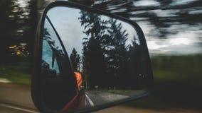 Отражение зеркала автомобиля перемещения Стоковое фото RF