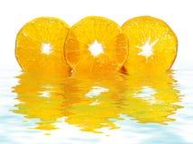 отражение макроса отрезает tangerine стоковая фотография rf