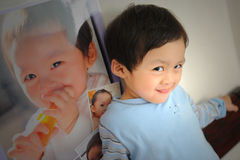 отражение младенца Стоковые Фото