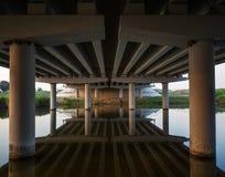 Отражение моста дороги в реке Стоковая Фотография