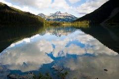 Отражение на озере Joffre, Pemberton, Британской Колумбии Стоковая Фотография