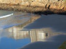 Отражение на пляже стоковые фото