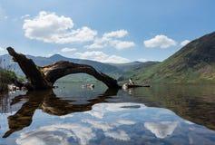 Отражение на холмах района озера в воде Crummock Стоковые Изображения