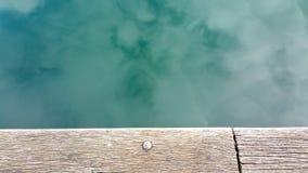 Отражение неба на воде стоковая фотография rf