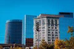 Отражение некоторого из городского грандиозного быстрого Мичигана в другом здании стоковая фотография rf