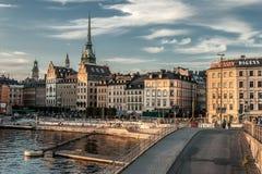 Отражение ночи Стокгольма в море Стоковые Фотографии RF