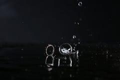 Отражение обручальных колец в зеркале Стоковое Изображение