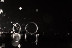 Отражение обручальных колец в зеркале Стоковое Изображение RF