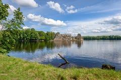 Отражение облаков в озере Стоковые Изображения