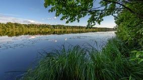 Отражение облаков в озере Стоковые Фото