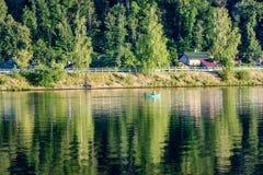 Отражение облаков в озере Стоковое Фото