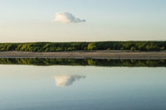 Отражение облаков стоковые изображения rf