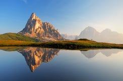 Отражение озера гор, доломиты, Passo Giau Стоковая Фотография