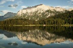 Отражение озера гор стоковое фото rf