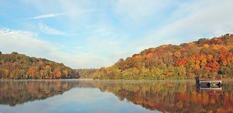 отражение озера стоковое изображение