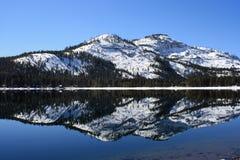 отражение озера donner стоковые изображения rf