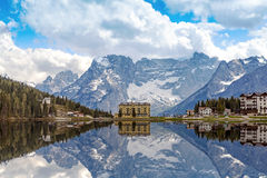Отражение озера Misurina в Италии Стоковая Фотография RF