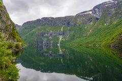 Отражение озера Vangsvatnet, Voss, Норвегия Стоковое Изображение RF